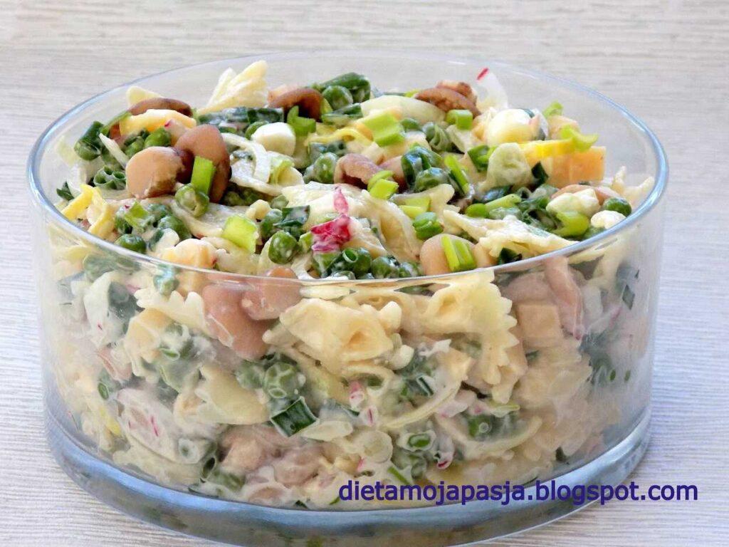 sałatka z makaronem grzybami i szczypiorkiem - sałatka makaronowa w 7 minut