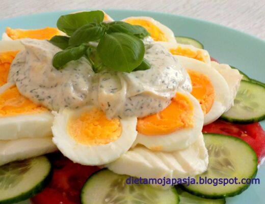 Sałatka z ogórkiem i jajkiem