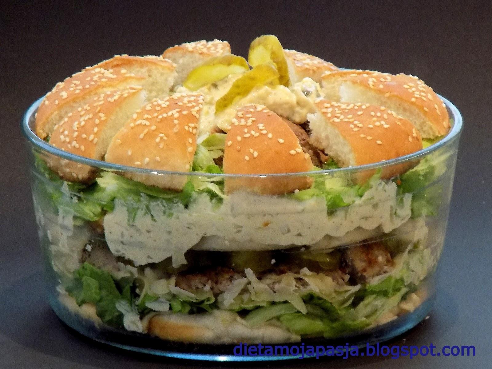 Pyszna sałatka z burgerem