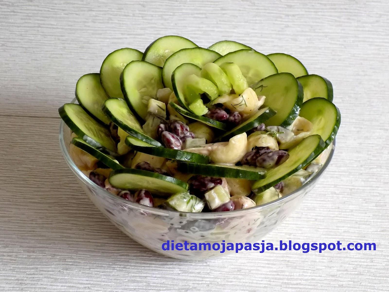 Sałatka makaronowa z ogórkiem