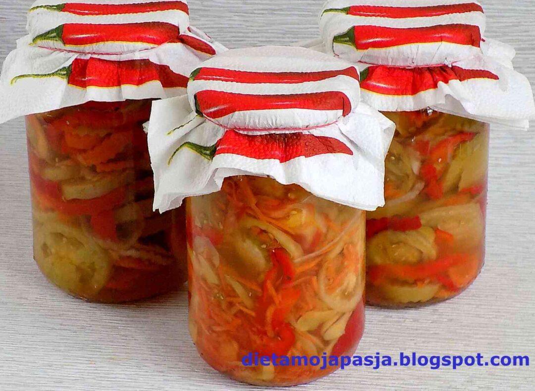 słoiki z sałatką z zielonych pomidorów i papryki na zimę - sałatka z zielonych pomidorów