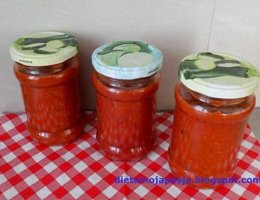 sos pomidorowy w słoiku