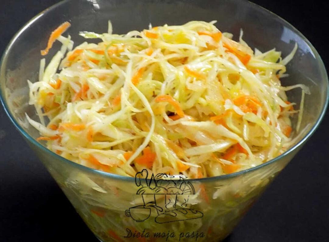 surówka z kapusty z marchewką i cebulą -surówka jak od chińczyka
