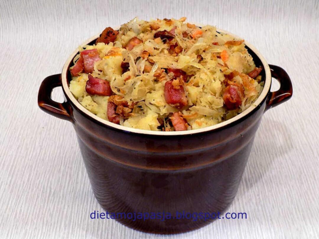 danie z gotowanej kapusty ziemniaków i boczku - ciapkapusta
