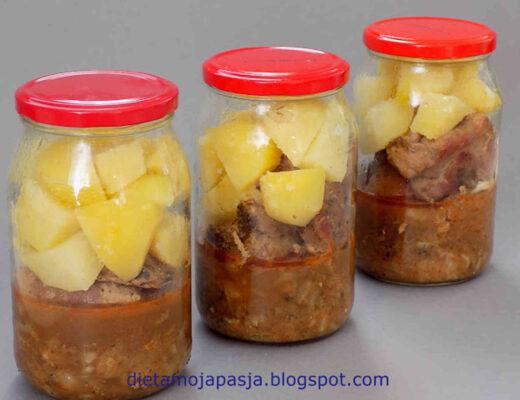 słoik z ziemniakami duszoną kapustą i żeberkami - Żeberka duszone