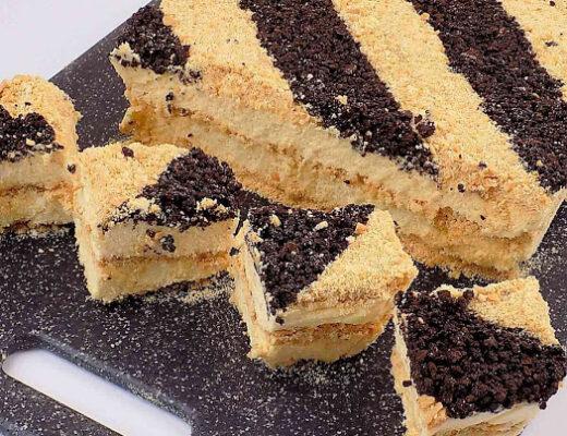Ciasto sypane z budyniem na herbatnikach