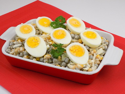 Sałatka z kukurydzą i jajkiem