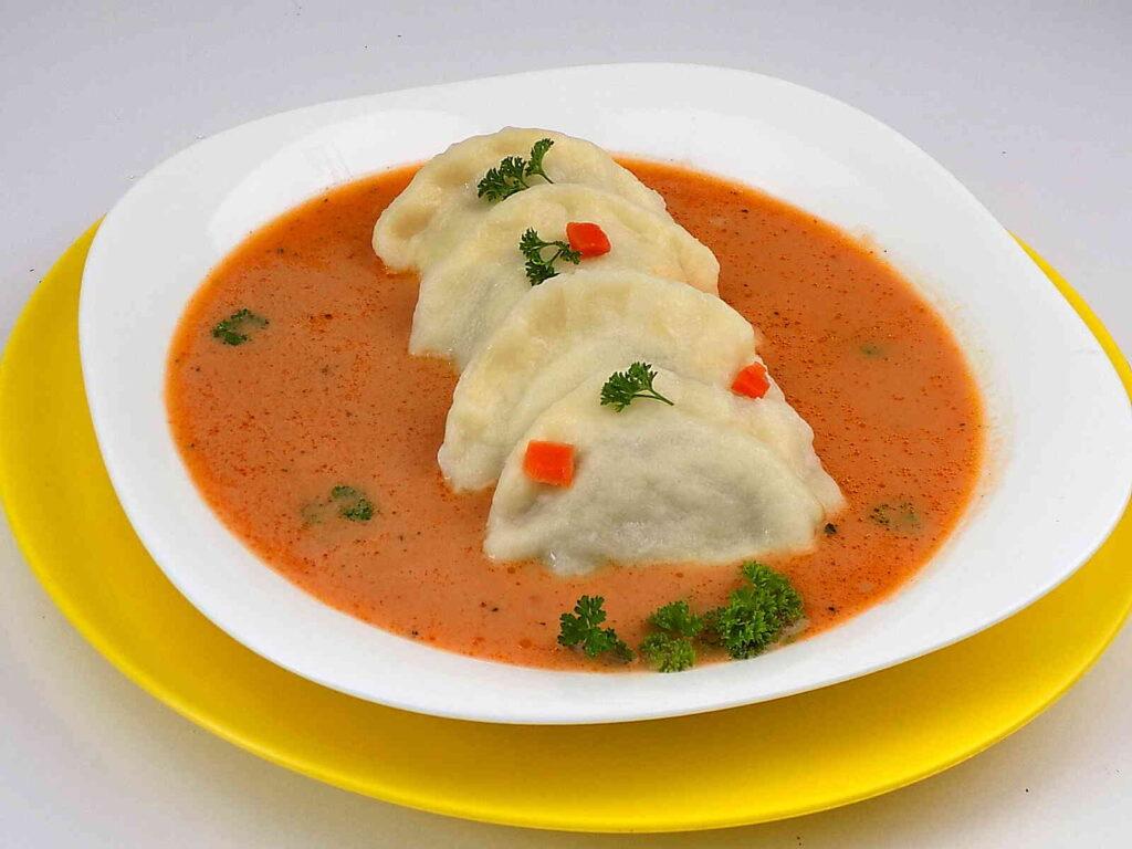 Zupa pomidorowa z pierogami