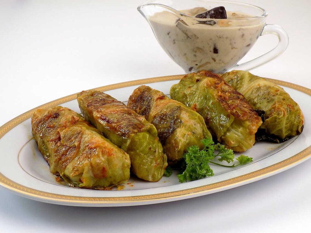 gołąbki z kapusty włoskiej z kaszą i mięsem oraz sosem grzybowym - Gołąbki z kaszą i grzybami