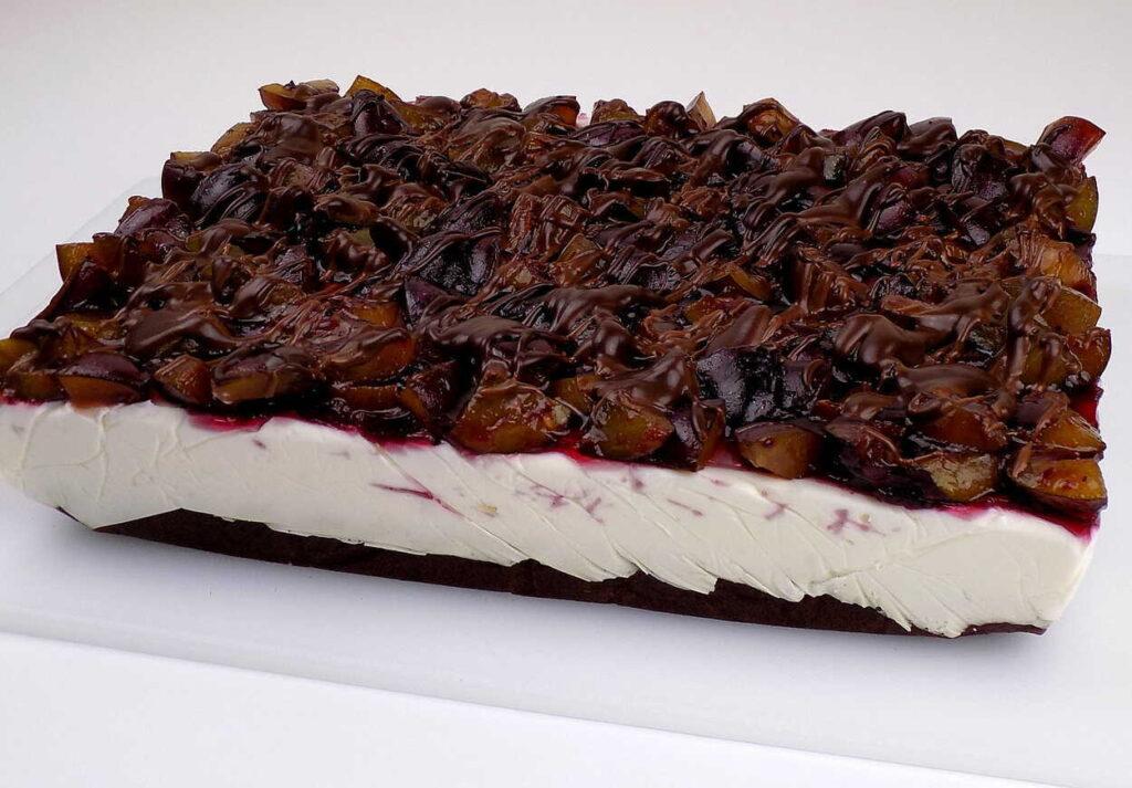 ciasto czekoladowe z serkiem mascarpone śliwkami i czekoladą - Ciasto ze śliwkami na oleju