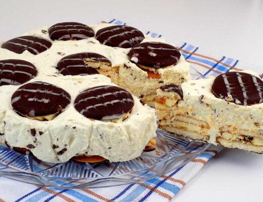 biszkopty z kremem przełożone masą z bitej śmietany i czekolady - Straciatella ciasto bez pieczenia