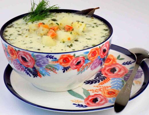zupa ogórkowa na rosole z ziemniakami koperkiem zabielana śmietaną - ogórkowa na rosole