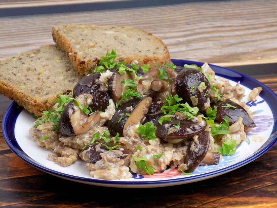jajecznica z grzybami leśnymi smażona na maśle -Przepis na szmory