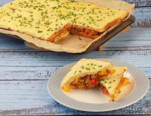 zapiekanka z chleba tostowego z kurczakiem gyros i serem mozzarella - zapiekanka z chleba tostowego