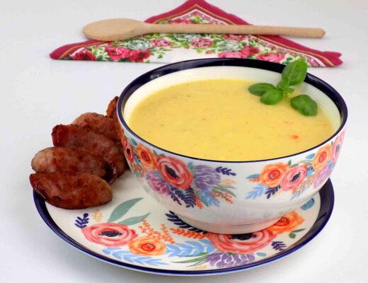 miska z zupą krem z kiszonej kapusty i warzyw - zupa krem z kiszonej kapusty